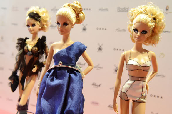 Barbie-dolls-wearing-outf-008